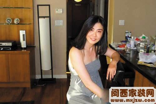 王祖贤息影11年近日复出家居照